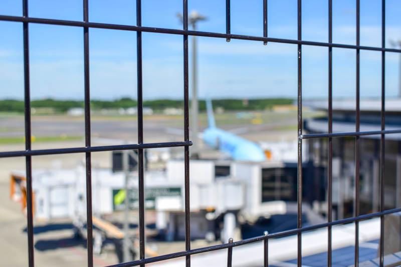 「カメラのぞき穴」展望デッキの例 成田空港第1ターミナル