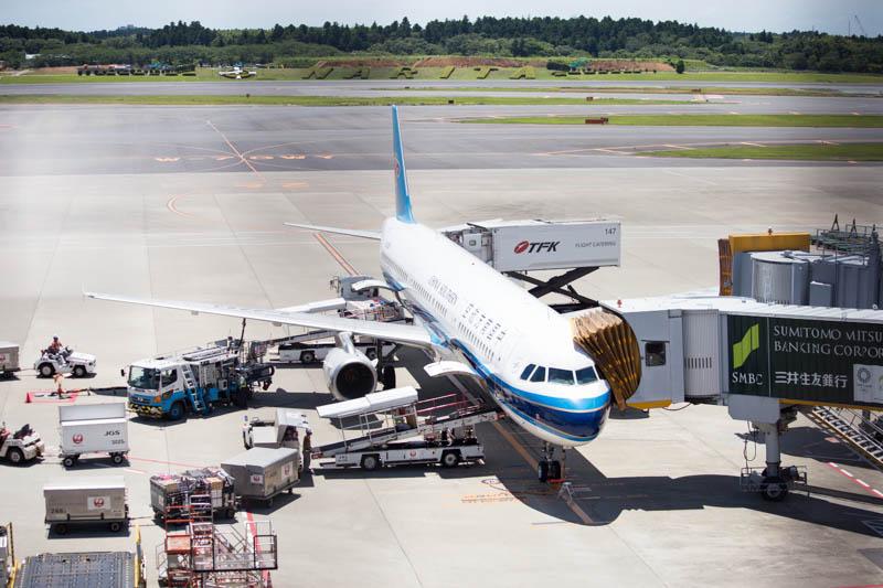 「駐機している飛行機」展望デッキの例 成田空港第1ターミナル