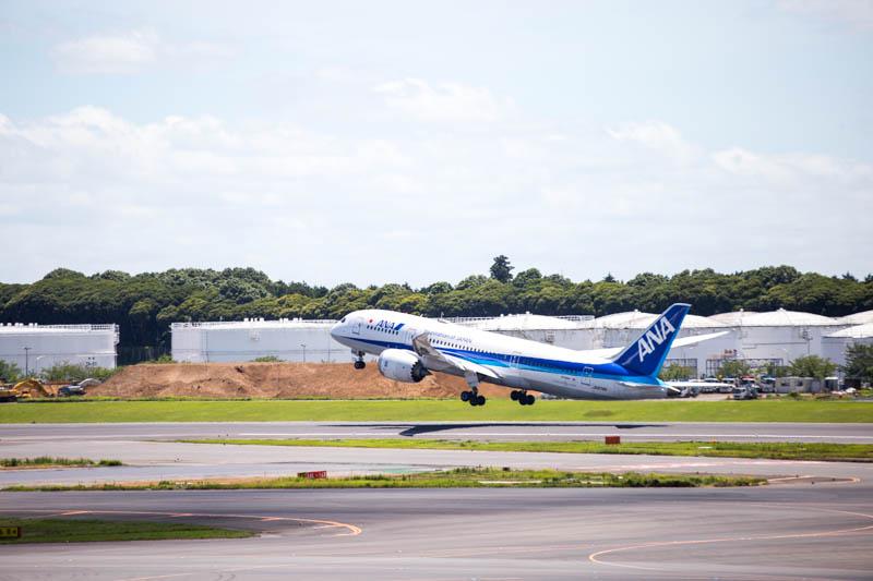 「離陸する飛行機」展望デッキの例 成田空港第1ターミナル