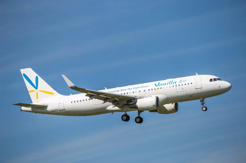 スポッティング写真の例 後部ドアと水平尾翼の間に機体番号を確認できる